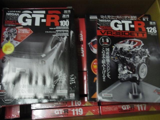 週刊日産GT-R R35 VR38DETT エンジン 100~130号を全号お揃いでお売り頂きました(イーグルモス)