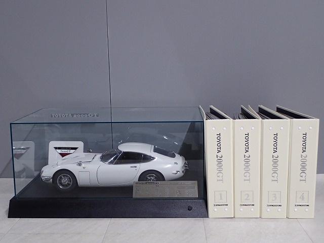 デアゴ TOYOTA トヨタ2000GT 冊子+バインダー+ディスプレイケース付 完成品